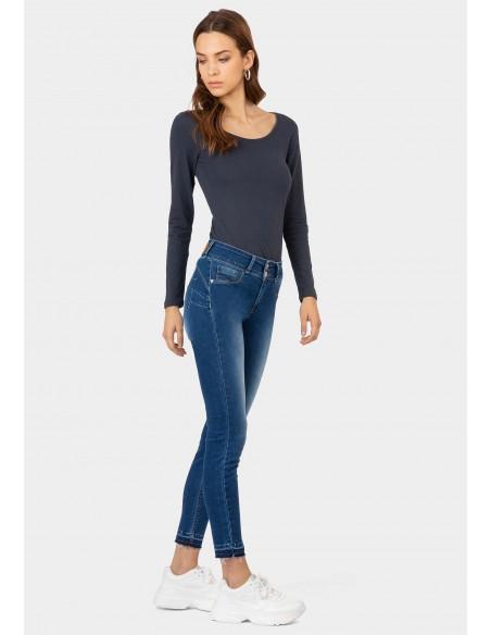 Jeans push up efecto lavado...